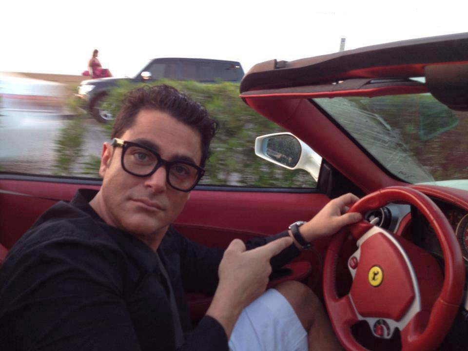 محمدر ضا گلزار سوار ماشين شهيد ادواردو
