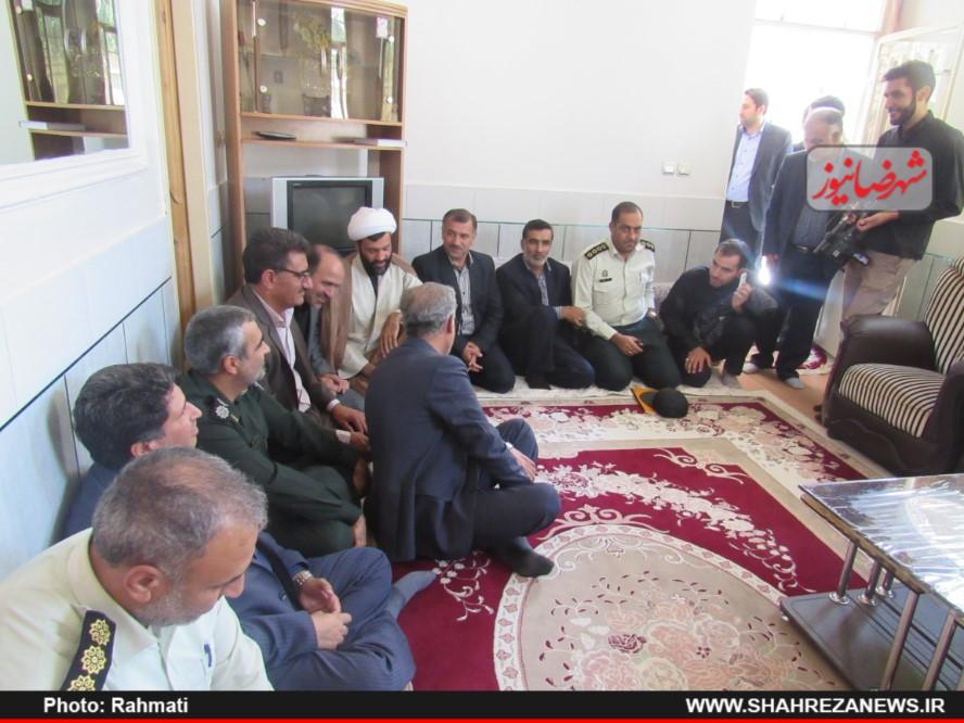 دیدار نماینده و مسئو لین با ایت الله نجفی و شهدا نیروی انتظامی (136)