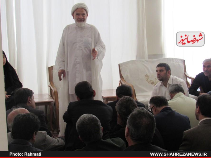 دیدار نماینده و مسئو لین با ایت الله نجفی و شهدا نیروی انتظامی (53)
