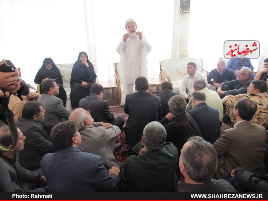 دیدار نماینده و مسئو لین با ایت الله نجفی و شهدا نیروی انتظامی (72)