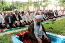 نماز جماعت در پارک