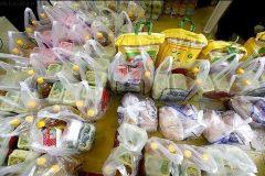 توزیع بیش از ۳۲۰ سبد غذایی بین نیازمندان تحت حمایت بهزیستی خوروبیابانک