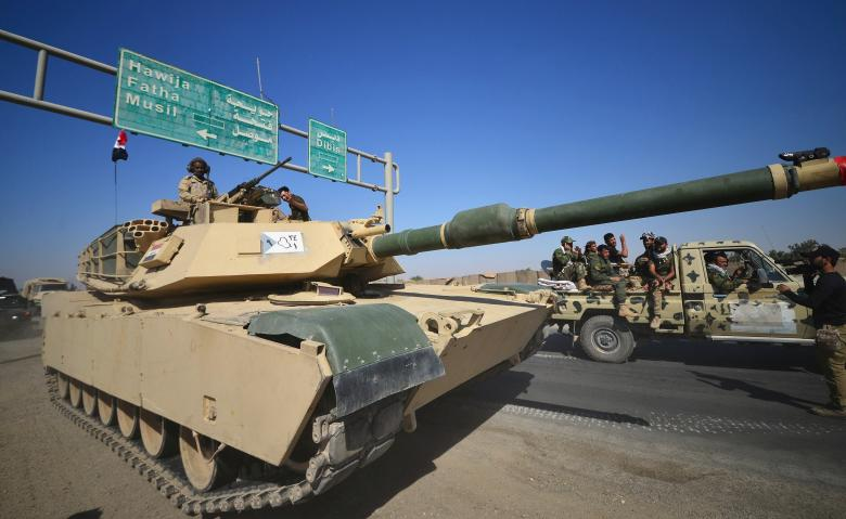 A tank of Iraqi army is seen to continue to advance in military vehicles in Kirkuk