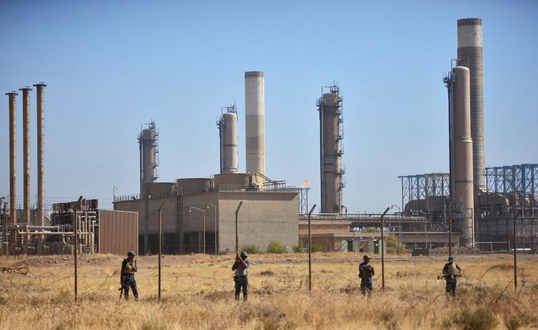 Members of Iraqi federal forces gather near oil fields in Kirkuk