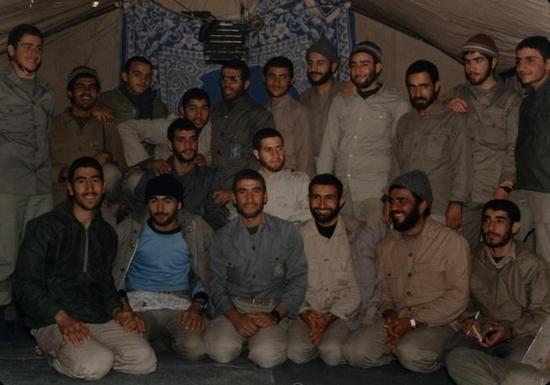 عکس یادگاری رزمندگان گردان امام محمدباقر(ع) آران و بیدگل قبل از عملیات کربلای چهار