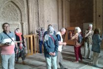 گردشگران در اردستان