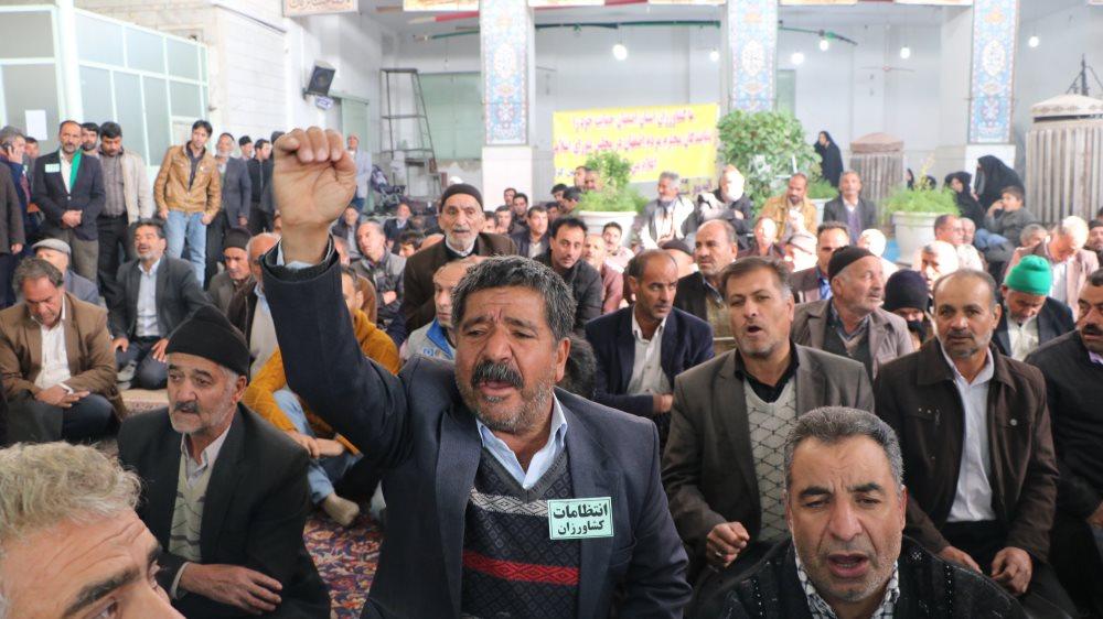 حمایت کشاورزان شرق اصفهان از استعفای جمعی نمایندگان مجلس/ رئیس جمهور وعده های خود در مورد زاینده رود را بخاطر بیاورد