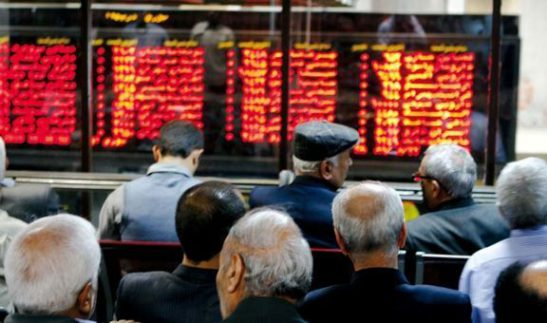 tehran-bourse-board-and-people