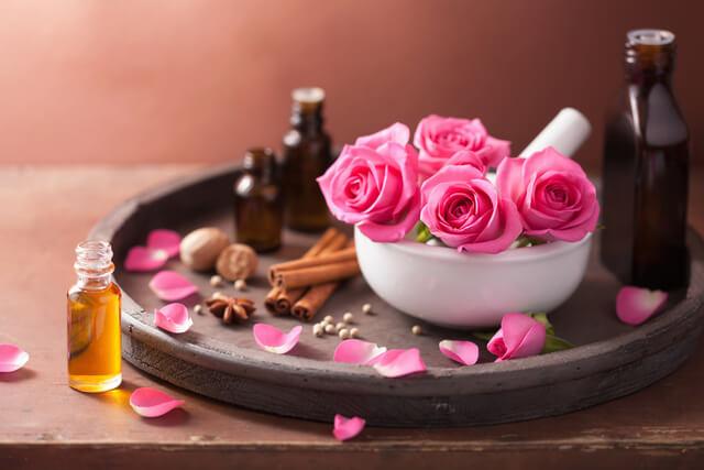 کسب و کار خانگی: گلاب گیری و تولید عرقیات گیاهی در خانه