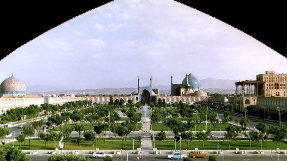 1200px-Naghshe_Jahan_Square_Isfahan_modified