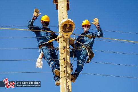 آغاز پروژه تبدیل شبکه برق فشار ضعیف به کابل خودنگهدار در برخوار (22)