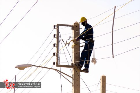 آغاز پروژه تبدیل شبکه برق فشار ضعیف به کابل خودنگهدار در برخوار (7)
